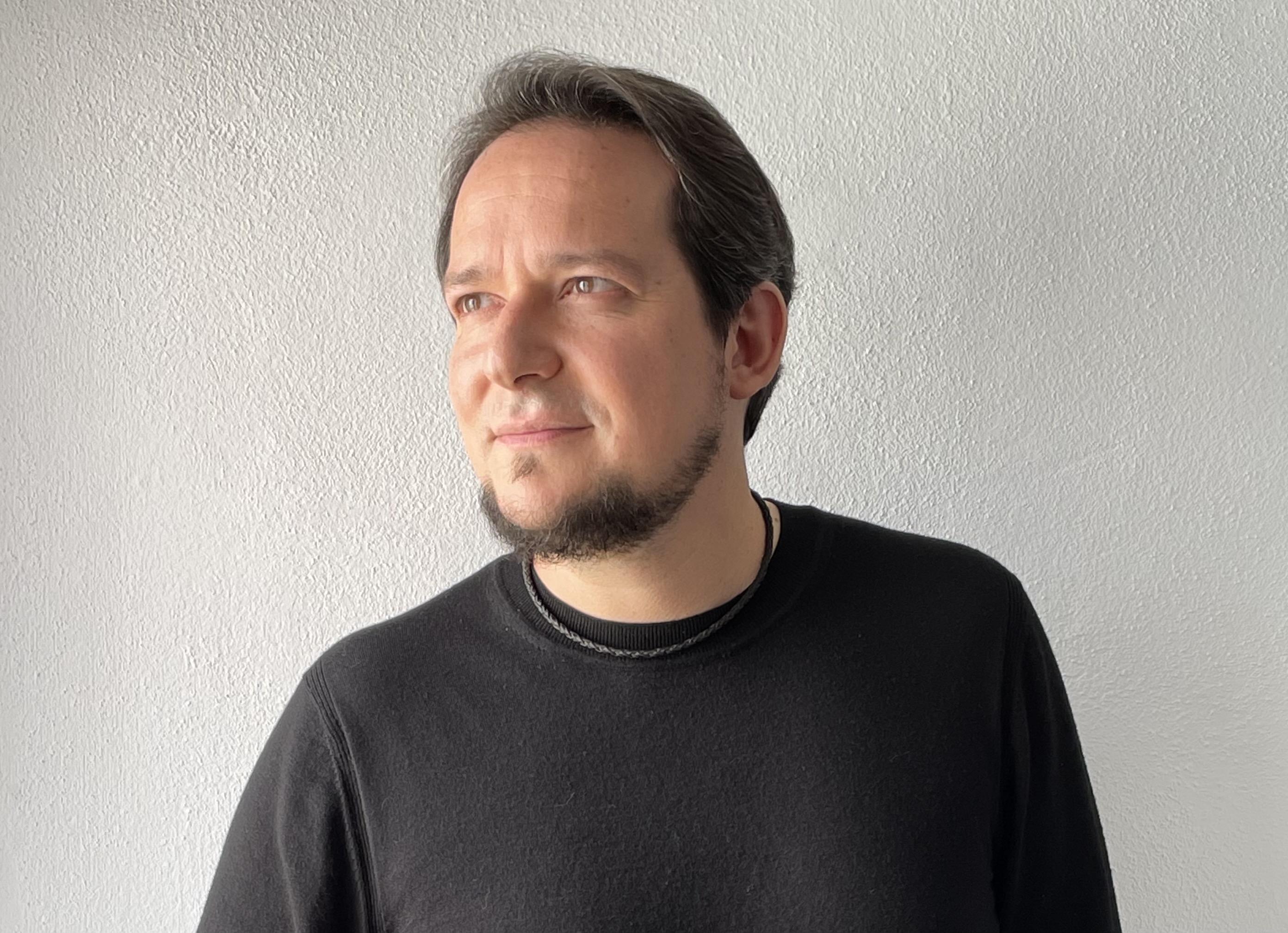 8.Jairo López